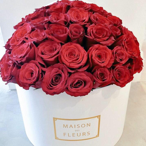 Купить на заказ Заказать Красные розы в коробке Maison с доставкой по Экибастузу с доставкой в Экибастузе