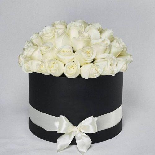 Купить на заказ Заказать Белые розы в коробке Maison с доставкой по Экибастузу с доставкой в Экибастузе